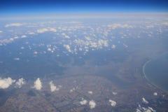 Взгляд земли, полей, и облаков сверху Стоковое Изображение