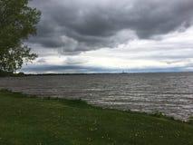 Взгляд Зелёного залива от парка Communiversity, Зелёного залива, Висконсина, США Стоковые Изображения