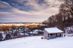 Взгляд зимы кабины Джона Hughes и университета St Marys держателя стоковые фото