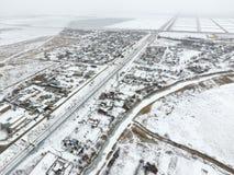 Взгляд зимы от взгляда глаза птицы деревни Улицы покрыты с снегом Стоковая Фотография RF
