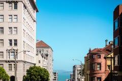 Взгляд зданий и моря на Сан-Франциско, Калифорнии стоковое изображение