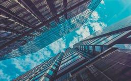 Взгляд зданий и неба небоскреба Стоковое Изображение