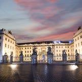 Взгляд здания президента республики в Праге (взгляде) ночи, чехии Стоковые Изображения