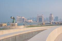 Взгляд линии побережья от амфитеатра Katara, Дохи, Катара Стоковая Фотография