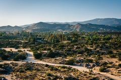 Взгляд дистантных гор от Vasquez трясет парк графства, в Agu стоковое фото