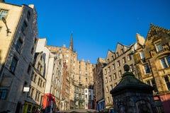 Взгляд исторического старого городка, Эдинбург улицы Стоковые Изображения