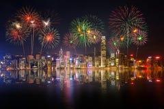 Взгляд и фейерверки ночи на гавани Виктории Стоковые Изображения RF