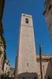 Взгляд каменной башни steeple рядом с церковью в Свят-Пол-de-Vence стоковая фотография rf