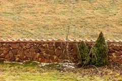 Взгляд каменной загородки на поле Стоковая Фотография
