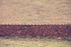 Взгляд каменной загородки на поле Стоковое фото RF