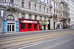 Взгляд кафа и магазинов в улице вены Стоковое фото RF