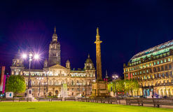 Взгляд квадрата Джордж в Глазго на ноче стоковые фотографии rf