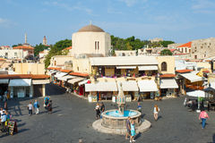Взгляд квадрата центра города Родоса старого стоковая фотография rf