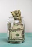 Взгляд конца-вверх банкнот доллара в стеклянном опарнике Стоковые Фото