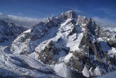 Взгляд конца-вверх высокой горы Стоковые Фото