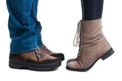 Взгляд конца-вверх женских и мужских ног Стоковые Фото