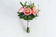 Взгляд конца-вверх красивого букета роз и succulents Стоковые Изображения