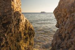 Взгляд корабля на море вечера Стоковые Изображения RF
