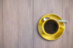 взгляд кофейной чашки предпосылки высокий деревянный Стоковые Изображения