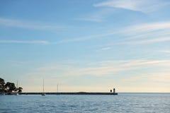 взгляд красивого захода солнца над морем Стоковые Изображения RF