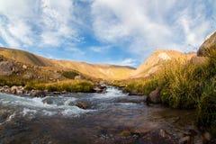 Взгляд красивой долины в горах Тянь-Шань, Казахстане Стоковое Фото