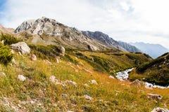 Взгляд красивой долины в горах Тянь-Шань, Казахстане Стоковое Изображение