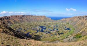 Взгляд кратера вулкана Kau Rano на острове пасхи, Чили Стоковые Фото