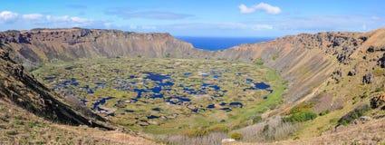 Взгляд кратера вулкана Kau Rano на острове пасхи, Чили Стоковые Фотографии RF