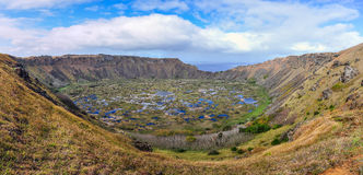 Взгляд кратера вулкана Kau Rano на острове пасхи, Чили Стоковая Фотография