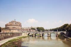 Взгляд крепости и моста Castel Santangelo в Риме, Италии Стоковое Изображение RF