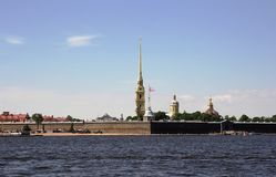 Взгляд крепости Питера и Пола и реки Neva святой petersburg Стоковое Изображение