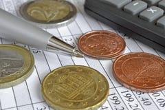 взгляд кредита конца карточки предпосылки финансовохозяйственный поднимающий вверх Стоковые Изображения RF