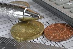 взгляд кредита конца карточки предпосылки финансовохозяйственный поднимающий вверх Стоковая Фотография