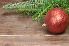 Взгляд крупного плана красной безделушки рождества Стоковые Изображения RF