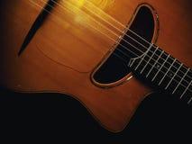Взгляд крупного плана цыганских тела и шеи гитары Стоковая Фотография