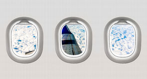 Взгляд крыла и облаков воздушных судн от окон самолета Стоковое Изображение RF