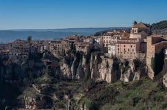 Взгляд к висеть расквартировывает ` colgadas Кас ` городка Cuenca старого Стоковые Фото