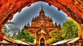 Взгляд к виску Htilominlo на рассвете bagan myanmar Стоковое фото RF