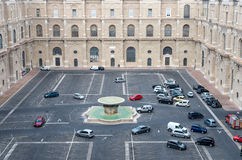 Взгляд к двору комплекса музея в Ватикане Стоковая Фотография