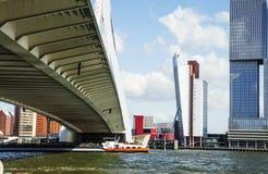Взгляд к гавани города Роттердама, будущая концепция архитектуры, bri Стоковые Изображения