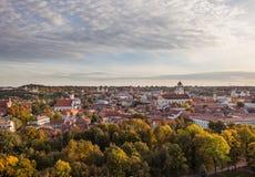 Взгляд к городку Вильнюса старому в осени Стоковые Фотографии RF