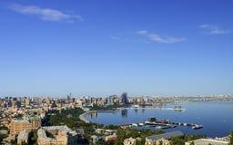 Взгляд к городу Баку от парка нагорья Стоковые Фотографии RF