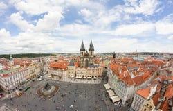 Взгляд к городу Праги от старой башни ратуши в чехии Стоковые Изображения RF