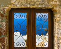 Взгляд к морю от дверей в деревне Oia острова Santorini Стоковые Изображения