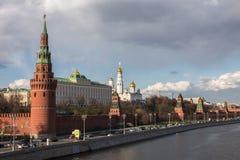 Взгляд к Москве Кремлю в хорошей погоде Стоковая Фотография