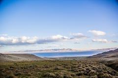 Взгляд к озеру Kol песни стоковые фотографии rf
