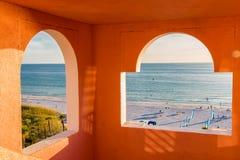 Взгляд к океану и пляжу Стоковые Изображения