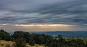 Взгляд к скалистой вершине Glastonbury стоковое фото rf