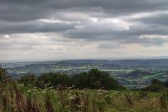 Взгляд к скалистой вершине Glastonbury стоковые фото