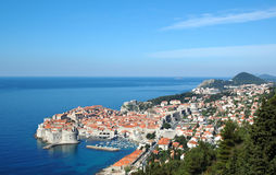 Взгляд к старому городку Дубровнику, Хорватии стоковая фотография
